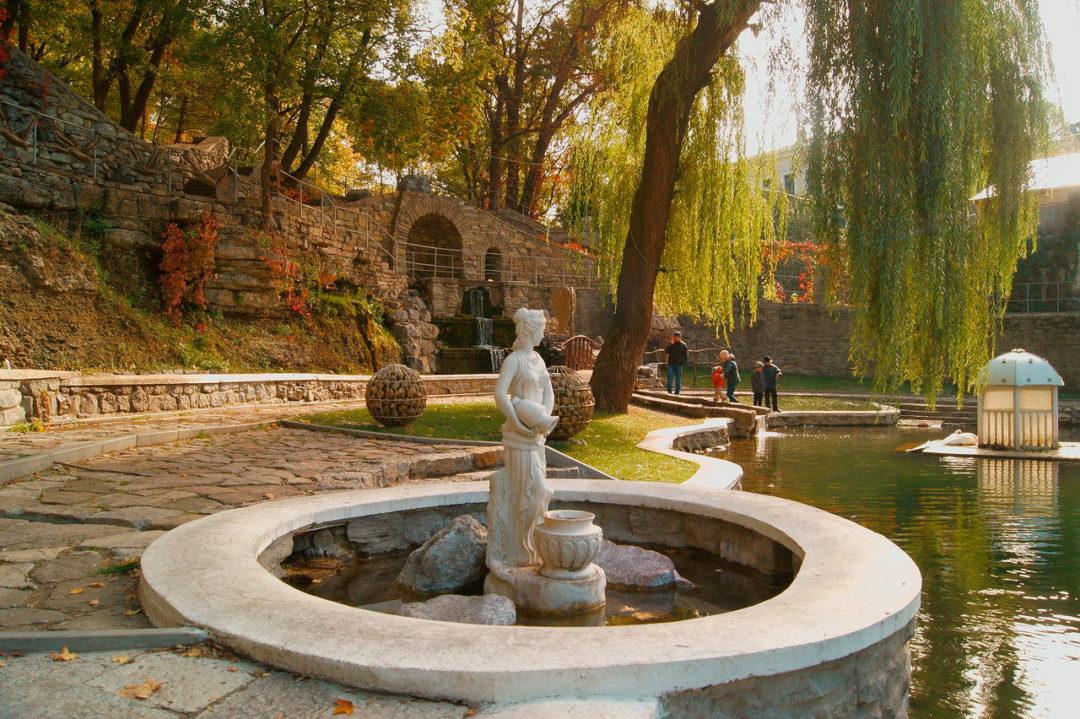 Парк «Лебединое озеро»